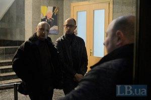 Тюремщики разрешили Яценюку и Турчинову встретиться с Тимошенко