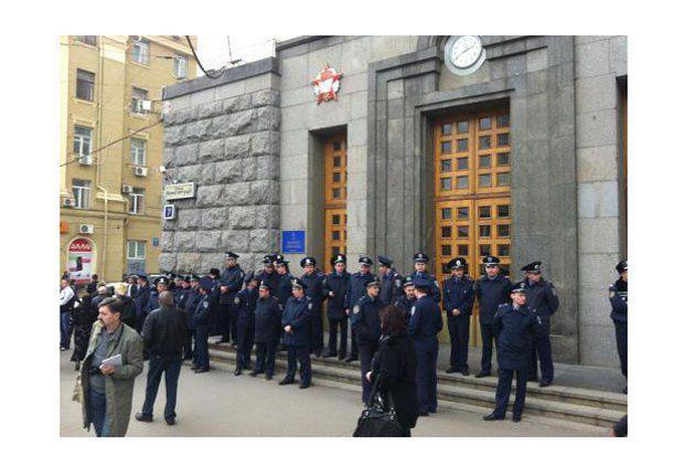 Милиция перед Харьковским городским советом