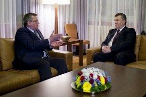 """Коморовский поговорил с Януковичем о """"ликвидации последних барьеров"""" для СА"""