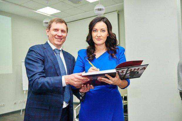 Сім'я Сенцова отримала 30 тис. грн від волонтера (фото)
