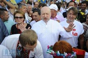 Турчинов рассказал двум тысячам сторонников о гражданской войне