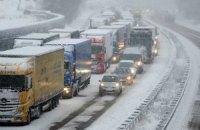 Въезд в Киев грузовиков возобновляется после ночного снегопада
