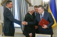 Кличко извинился за то, что жал руку Януковичу