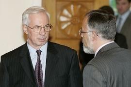 Азаров не простит Табачнику неотремонтированных школ