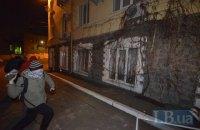 """Митингующие с Майдана побили окна в """"офисе Медведчука"""" и Сбербанке"""