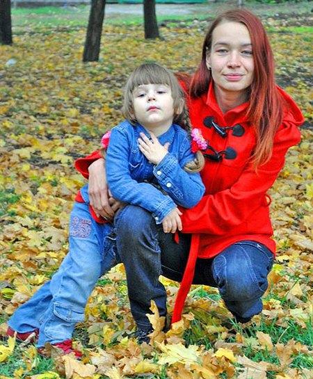 Яна Осадчая с дочерью