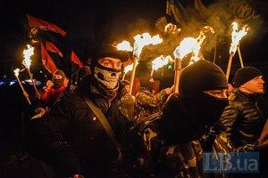 В Киеве провели факельное шествие в честь Героев Крут