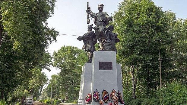Пам*ятник партизанам в Осташкові, Тверська обл.