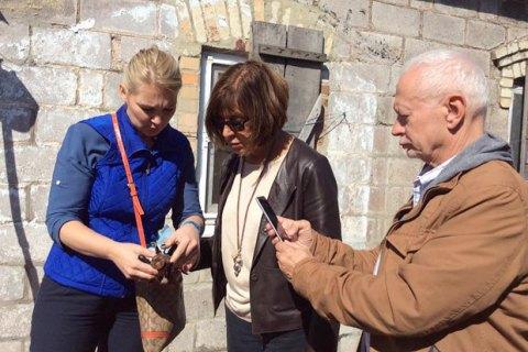 Три евродепутата побывали в обстреливаемой боевиками Марьинке