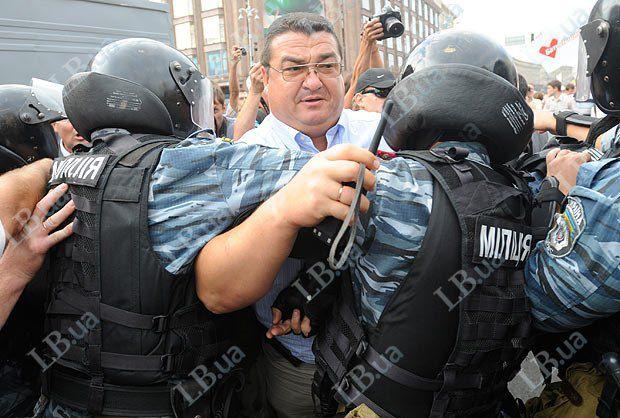 Он же во время сопровождения <<Беркутом>> автозака с Юлией Тимошенко в августе 2011-го