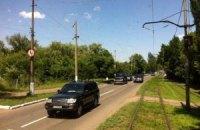 Янукович поехал на кладбище кортежем из 20 машин