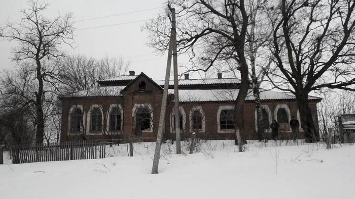 Вандали зіпсували унікальну будівлю школи в Христанівці (оновлено) (фото)