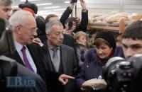 Азаров поверил ценам в киевском супермаркете