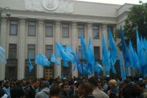 Під Радою розпочалися акції прихильників і противників російської мови