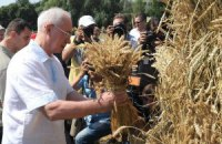 Азаров обещает за пять лет удвоить урожай зерна