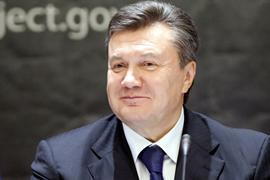 Янукович пожелал всем большой любви