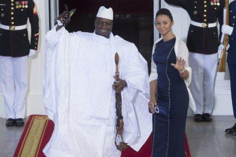 Экс-президент Гамбии улетел из страны вместе с казной