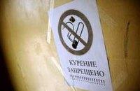На столичных остановках транспорта появятся таблички о запрете курения