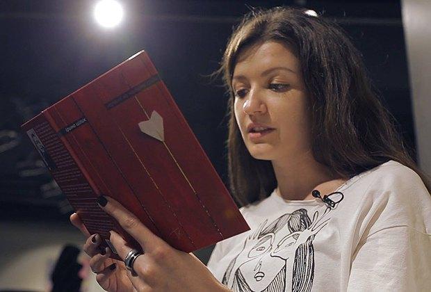 Ірина Цілик зачитує зі своєї в нової книги