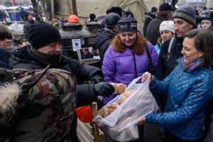 В России сочли унижением для украинцев раздачу Нуланд еды на Майдане
