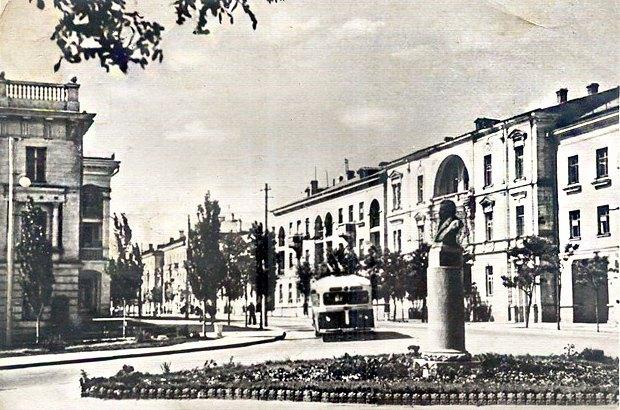 Площадь Пушкина, Севастополь 1956. (После 1983 года переименовала в площадь Суворова)