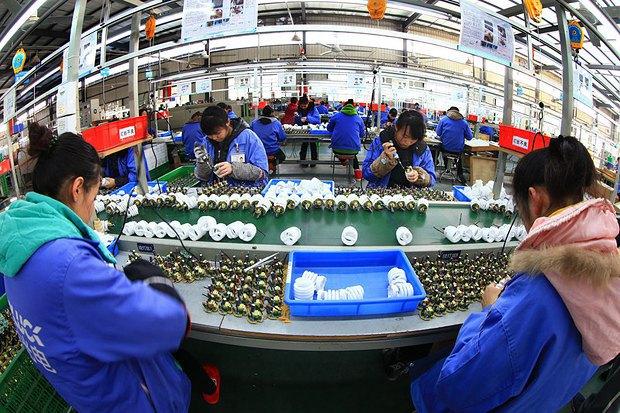 Китайський завод з виробництва лампочок