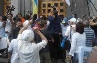 Протестующие возле Киевсовета требуют не вводить русский региональный в Киеве