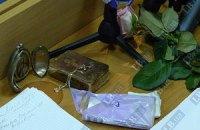 Тимошенко взяла на суд ладанку и Библию