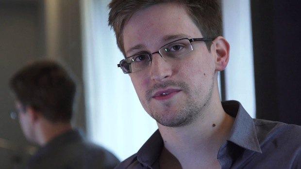 Эдвард Сноуден все еще в московском аэропорту