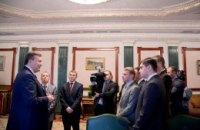 Янукович рассказал студентам, как много он работает