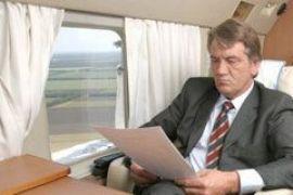 Ющенко не смог вылететь из Абу-Даби