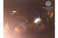 """В Харькове пьяный мужчина на тракторе пытался """"снести"""" дом своей жены"""