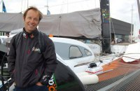 Французский мореплаватель обогнул земной шар за 49 дней