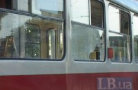 В Харькове трамвай снес ворота жилого дома
