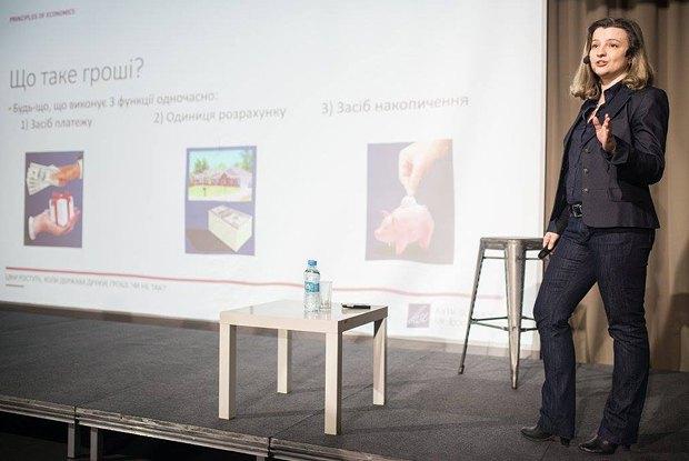 Олеся Варченко під час лекції