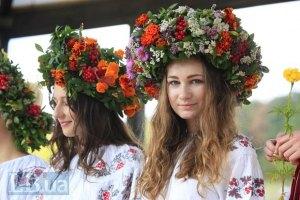 В Черновцах люди в вышиванках установили национальный рекорд