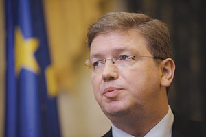 Еврокомиссар Фюле едет в Украину с непубличным визитом
