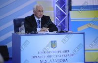 Азаров первый из топ-политиков транслирует пресс-конференцию в Facebook