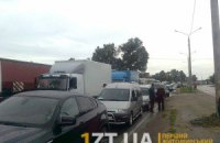 На Винничине из-за визита Азарова тысячи водителей ждут в пробке