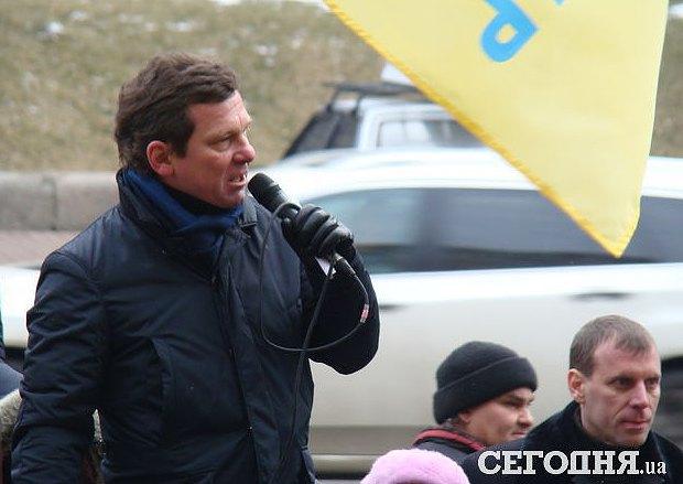 Новожилов (зліва) та Віктор Мудрік (справа) на акції під КМДА 28 січня