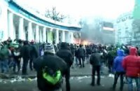 """Беркут"" столкнул активиста с колоннады"