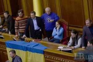 Оппозиция снова заблокировала трибуну Рады