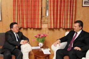 Президент Монголии презентовал Януковичу Драгоценный жезл