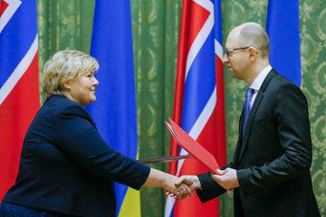 Яценюк пригласил Норвегию к управлению ГТС и ПХГ