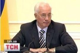 Азаров решил обойти Россию