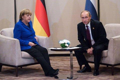 Путин обсудил с Меркель Минские договоренности