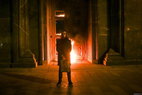 Російський художник Павленський підпалив двері ФСБ на Луб'янці (фото)