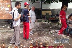 На Контрактовой площади в Киеве карниз здания упал на прохожих