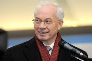 Азаров отметил высочайший профессионализм Познера, обидевшего украинцев