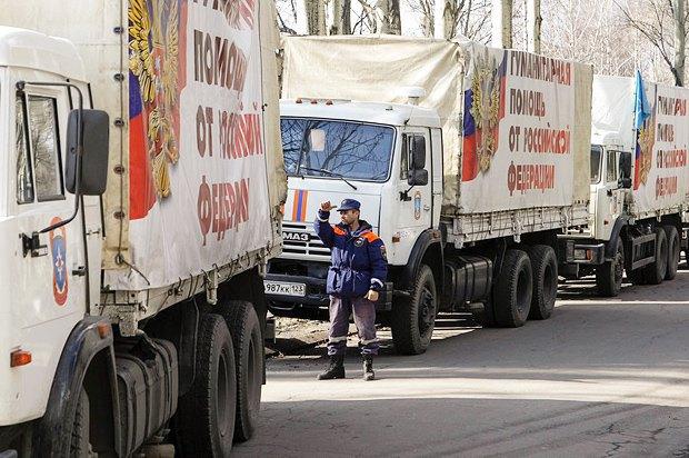 Грузовики Камаз везут якобы гуматитарную помощь от РФ в Донецк